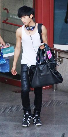 Changjo... your arms ♥_♥