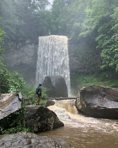 You Can Sleep Under The Stars And See Beautiful Waterfalls At This State Park In Georgia - Narcity Hiking Places, Hiking Trails, Places To Travel, Places To See, Weekend Trips, Day Trips, Hiking In Georgia, Georgia State Parks, Cloudland Canyon
