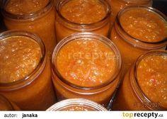 Cuketová pomazánka na topinky  originál recept zní 6 cibulí 1,5 kg namleté cukety bez semínek 6 stroužků česneku 6 lžic sojové omáčky 1 lžíce zázvoru ( nemusí se) 1 lžíce sladké papriky trochu pálivé papriky olej kečup sůl Já ještě přidala 6 ks zelených paprik které jsem taky umlela na masovém strojku a oloupaná rajčata do hrnce jsem hodila pá bobkových listů trošku mletého nového koření mletý pepř Czech Recipes, Ethnic Recipes, Pizza Recipes, Cooking Recipes, Pumpkin Squash, Home Canning, Healthy Diet Recipes, 20 Min, Pesto