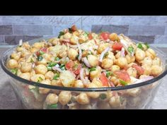 Learn how to make karachi famous chana chaat recipe this is very tasty and easy recipe. For more recipes subscrib. Cooking Recipes In Urdu, Gourmet Recipes, Healthy Recipes, Indian Snacks, Indian Food Recipes, Ethnic Recipes, Chana Chaat Recipe, Iftar, Sweet And Spicy