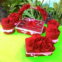 Set mawar marun