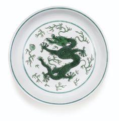 black outline = 60  COLLECTION PARTICULIÈRE ALLEMANDE Coupe en porcelaine à décor émaillé vert Marque et époque Qianlong A GREEN-ENAMELLED 'DRAGON' DISH, SIX-CHARACTER QIANLONG SEAL MARK AND PERIOD Estimate 10,000 — 15,000 EUR LOT SOLD. 15,000 EUR (Hammer Price with Buyer's Premium)