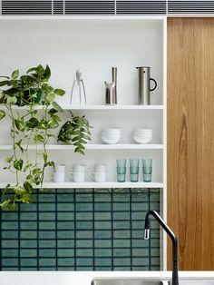 Ideas For Kitchen Renovation Backsplash Open Shelving Timber Kitchen, Kitchen And Bath, Open Kitchen, Bathroom Red, Bathroom Colors, Bathroom Ideas, Kitchen Shelves, Bathroom Shelves, Kitchen Backsplash