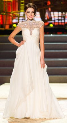 Top 10 miss ukraine miss universe gown is so gorgeous, wedding dress inspiration! Miss Universe Gowns, Miss Universe 2013, Miss Universe National Costume, Brides Maid Gown, Evening Dresses, Prom Dresses, Fashion Bible, Beautiful Gowns, Pageant