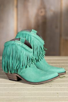 oh, my! these mint fringe booties are incredible!