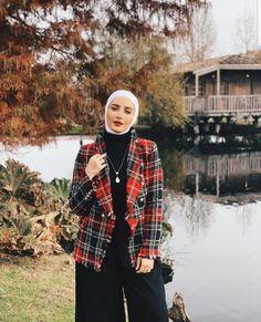 6 Stylish Ways To Wear Check Prints With Hijab - Zahrah Rose Modern Hijab Fashion, Hijab Fashion Inspiration, Muslim Fashion, Modern Abaya, Fashion Fashion, Fashion Dresses, Hijab Evening Dress, Hijab Dress, Hijab Outfit