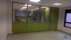Vista desde el interior del aula principal. Aulas creadas con mamparas de IT-SISTEMAS para Kaizen centro de Estudios.
