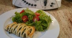 Räucherlachs-Spinat-Blätterteigtaschen, ein Rezept der Kategorie Hauptgerichte mit Fisch & Meeresfrüchten. Mehr Thermomix ® Rezepte auf www.rezeptwelt.de