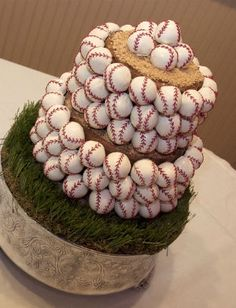 Groom's Baseball Wedding Cake!