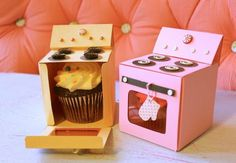 FREE printable template for an oven-shaped cupcake box. Sweet!