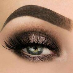 Beautiful eye makeup for green eyes...gorgeous!