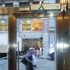 Porta automatica a battente Tau.  #tau #tauitalia #door #porta #door #portaautomatica #portainox #porta #puertas #automaticdoor #automaticdoors #porte #automazione #puertasautomaticas #portesautomatiques