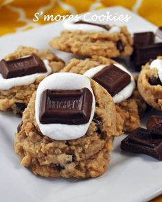 These smores cookies are amazing! #lmldfood Smores Cookies, Easy Chocolate Chip Cookies, Cookie Desserts, Yummy Cookies, Cupcake Cookies, Just Desserts, Yummy Treats, Cookie Recipes, Delicious Desserts