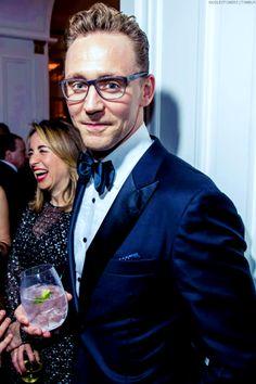Tom Hiddleston. (Edit by hiddlestoners.tumblr http://maryxglz.tumblr.com/post/156753118962/insanely-smart-beaglebitch-wolfsmom1 )