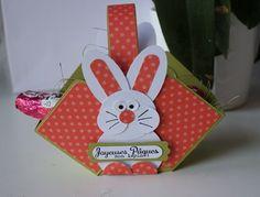 Bientôt Pâques! voici un petit panier sympa réalisé en 2 temps, 3 mouvements grâce au simply scored! Quelques perfos et vous obtenez un joli petit lapin!