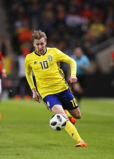 Emil Forsberg Photos - Emil Forsberg of Sweden during the International Friendly match between Sweden and Chile at Friends arena on March 2018 in Solna, Sweden. Sweden Football, Fifa, Chile, Olympics, Squad, Euro, Cool Pictures, March, Soccer