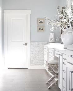 Morning sun☀️️ I'll be back this evening with all the deets on my fall front porch but in the meantime, you can see a full master bath tour linked in bio✨ All room resources can be found @liketoknow.it or here ➡️ Link in bio ➡️ Site Menu ➡️ Home Resources ➡️ Master Bath ✨Wall color is BM Silver Lake✨  http://liketk.it/2pmFU #liketkit