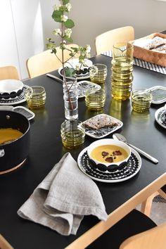 Marimekko, Table Setting Inspiration, Cute House, Scandinavian Home, Table Settings, Pottery, House Design, Dishes, Tableware