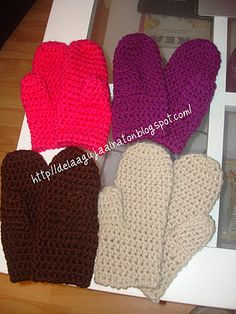 Crochet mittens...Ill def be needing to make these for Minnesota!