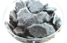 DIY Pets : anti-fart, anti-bad-breath dog biscuit recipe anti-fart, anti-bad-breath dog biscuit recipe Sharing is caring, don't forget to share ! Puppy Treats, Diy Dog Treats, Homemade Dog Treats, Healthy Dog Treats, Homemade Dog Toothpaste, Homemade Shampoo, Homemade Food, Dog Biscuit Recipes, Dog Treat Recipes