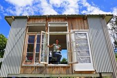 A northern New South Wales woman has marked a year of living with no money in a bid to lower her impact on the environment and society. Living In A Shed, Cherish Quotes, Becoming Minimalist, Old Bricks, Minimalist Lifestyle, Save The Planet, People Around The World, Fun To Be One, Environment