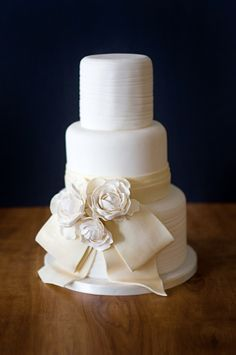 Beautiful Cake Pictures: The Beauty of a Cream Colored Wedding Cake: Cakes with Flowers, Elegant Cakes, Wedding Cakes