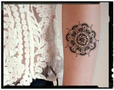Mandala tatoo with points