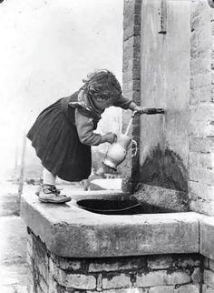 black and white Vintage Children Photos, Vintage Pictures, Old Pictures, Old Photos, Photo Black, Black And White Pictures, Vintage Italy, Foto Vintage, Vintage Photographs