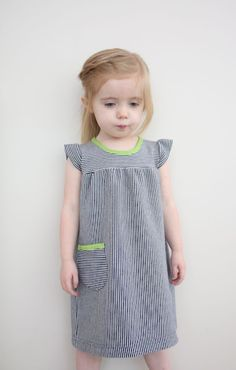 the playdate dress tutorial-looks like Tea Little Girl Dress Patterns, Little Girl Dresses, Girls Dresses, Dress Tutorials, Sewing Tutorials, Sewing For Kids, Baby Sewing, Creation Couture, Kids Patterns