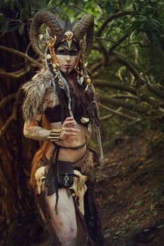 Tagged with cosplay; Some amazing cosplays and costumes Costume Makeup, Cosplay Costumes, Halloween Costumes, Halloween 2018, Voodoo Costume, Voodoo Halloween, Witch Cosplay, Voodoo Priestess Costume, Witch Doctor Costume