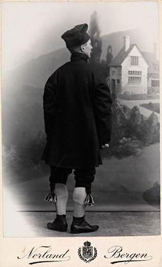 Motiv / Motif: Visittkort / Carte de visite. Fotografiet har tilhørt Hulda Garborg. Fotograf / Photographer: Norland (Bergen) Sted / Place: Kvinnherad, Hordaland Eier / Owner Institution: Nasjonalbiblioteket / National Library of Norway Lenke / Link: www.nb.no Bildesignatur / Image Number: blds_03737 Folk Costume, Costumes, Headgear, Norway, Normcore, Hipster, Style, Fashion, Hardanger