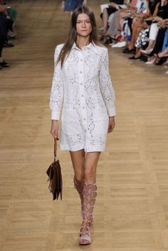 Catwalk photos and all the looks from Chloe Spring/Summer 2015 Ready-To-Wear Paris Fashion Week Fashion Week Paris, Runway Fashion, Fashion Show, Fashion Design, Chloe, White Fashion, Trendy Fashion, 2015 Fashion Trends, 2015 Trends
