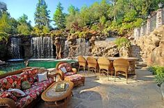 Amazing Pool Old Lion Manor California USA 13
