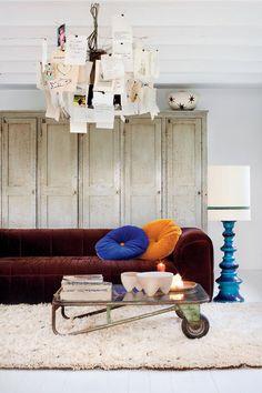 SELENCY : Burgundy sofa / living room