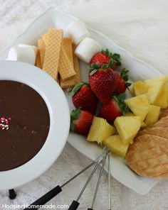 Easy Chocolate Fondue  So good and absolutely simple and easy to make!