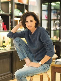 Advanced french girl style and how To get it, with inspiration from the experts - Inès de la Fressange Source by kasiapohl - French Fashion, Look Fashion, Girl Fashion, Timeless Fashion, Parisienne Style, French Women Style, Parisian Chic Style, Celebrity Style Guide, Gamine Style