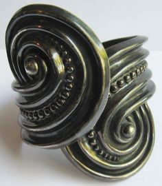 GORGEOUS VINTAGE MEXICO STERLING SIVER BIG SWIRLS WIDE HINGED CUFF BRACELET