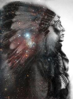 I Love this Picture~~~~~~~~~~~~~~ A maioria das tribos nas Florestas do Este acreditava num multi-anel celeste, variando de 4 a 12 camadas. Na mais elevada destas, encontrava-se o Grande Espírito. Próximo do homem está o sol, os 4 ventos e a mãe terra. Estes 6 elementos são conjuntamente referidos durante a cerimônia do cachimbo sagrado. O número total destas entidades maiores, mais o ponto de partida do peticionando, faz sete.