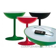 Recharge tavolino con sistema di ricarica per apparecchi elettronici di Miniforms