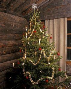 Log Cabin Christmas, Primitive Christmas Tree, Country Christmas, Simple Christmas, Beautiful Christmas, Christmas Tree Ornaments, Christmas Holidays, Merry Christmas, Christmas Decorations