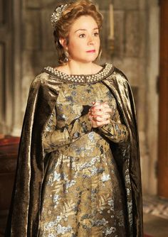 Catherine de Medici - here portrayed in the television series, Reign. Reign Catherine, Reign Mary, Reign Fashion, Fashion Tv, Reign Season 2, Season 3, Marie Stuart, Reign Tv Show, Costumes