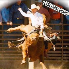 The late, legendary Lane Frost on Flying U's # Hayward , California, 1989 . Rodeo Cowboys, Real Cowboys, Hot Cowboys, Cowboy Horse, Cowboy And Cowgirl, Lane Frost, Rodeo Quotes, Rodeo Events, Bucking Bulls