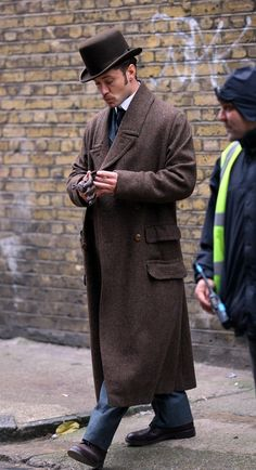 Jude Law on the Set of Sherlock Holmes by chrystal
