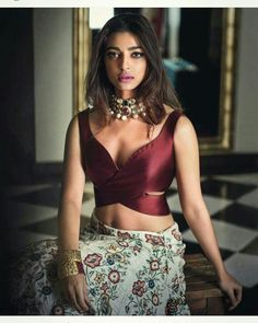 Heres the best new blouse styles - sexy blouse, traditional blouses, lehenga blouse and latest saree blouses to flaunt your best features for your body type Sari Blouse Designs, Fancy Blouse Designs, Saree Jacket Designs Latest, Latest Blouse Patterns, Latest Saree Blouse, Sari Bluse, Lehenga Blouse, Sabyasachi Lehengas, Sari Dress