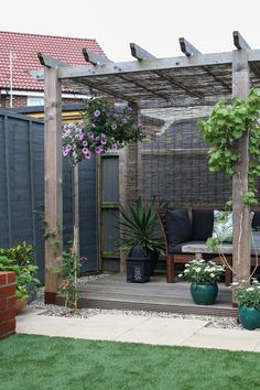 The pergola kits are the easiest and quickest way to build a garden pergola. There are lots of do it yourself pergola kits available to you so that anyone could easily put them together to construct a new structure at their backyard. Diy Pergola, Building A Pergola, Small Pergola, Pergola Canopy, Pergola With Roof, Cheap Pergola, Wooden Pergola, Outdoor Pergola, Diy Patio