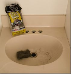 How to paint a sink: easy and inexpensive solution to fix an ugly sink. Includes products used and a step-by-step tutorial with pictures on how to do it yourself. Countertop Overlay, Painting A Sink, Bath Cleaners, Small Bathroom Organization, Diy Home Repair, Diy Shed, Steel Wool, Cool Furniture, Bathroom Designs