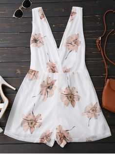 Double V Neck Sleeveless Beach Romper - White S Crop Top Outfits, Cute Outfits, Trendy Fashion, Fashion Outfits, Style Fashion, Cute Rompers, Beachwear For Women, Jumpsuits For Women, Everyday Fashion