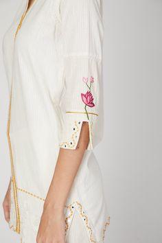 Kurti Embroidery Design, Embroidery Suits, Hand Embroidery Designs, Embroidery Ideas, Kurti Sleeves Design, Sleeves Designs For Dresses, Sleeve Designs, Kurtha Designs, Kurta With Pants