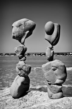 rocks in balance by Michael Grab; part of the Gravity Glue project Rock Sculpture, Stone Sculptures, Michael Grab, Stone Balancing, Balance Art, Rock Design, Stone Crafts, Beautiful Rocks, Land Art