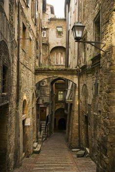 Medieval Street in Perugia (Umbria, Italy) by David Sutherland Medieval Town, Medieval Fantasy, Old Street, Old Buildings, Abandoned Places, Architecture, Places To Go, Beautiful Places, Scenery